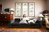 作为一家古董店的老板,Castor & Pollux的这座位于Kerrilynn Pamer's的公寓里到处都是她从各个地方淘来的古董。喜欢波西米亚风格的她称自己的家如电影般迷人,每一件家具和物品都拥有着自己的故事和记忆。