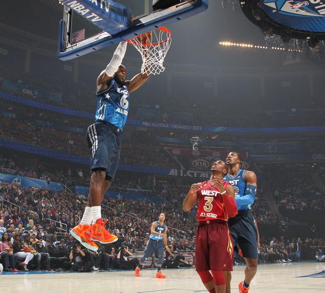 12赛季NBA全明星赛在奥兰多举办.詹姆斯扣篮得手.-2012NBA全