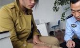 女大学生遭网友囚禁 下身被刻纹身