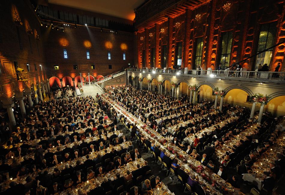 中国作家莫言正式获颁诺贝尔文学奖奖章及证书 (高清) - 和蔼一郎 - 和蔼一郎