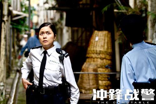 电影  香港演员李灿森也在片中正面pk任达华 凤凰网娱乐讯 由香港警匪图片