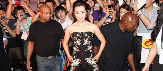 《变4》北京首映 李冰冰透视裙亮相[高清大图]