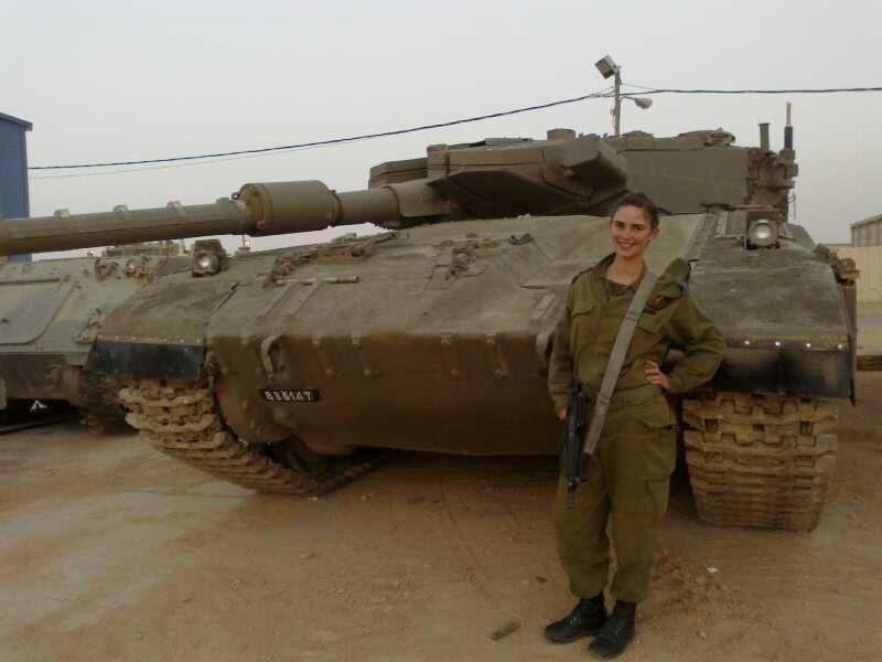 不爱红妆爱武装 以色列超模放弃事业回国参军