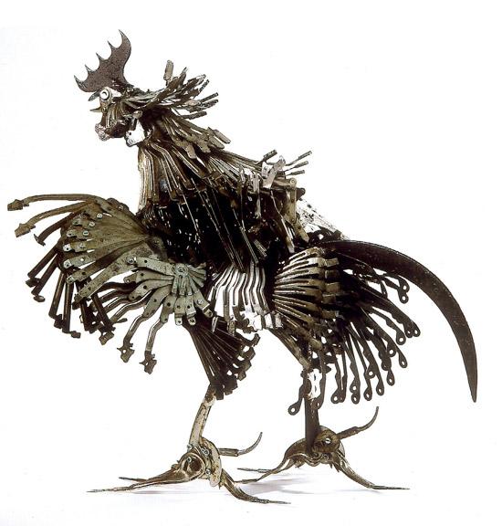 小编向大家介绍过许多有趣的雕塑,今天要介绍的这些错综复杂的金属动物雕塑却让着实让人叹为观之! 这些属动物雕塑出自法国艺术家爱德华马丁内(Edouard Martinet),他利用回收物件,创造出各式各样的动物造型。 原材料从自行车零件到厨房用具,设计制作出海洋生物、鸟类、昆虫等等动物类别。 观赏之余,不仅赞叹艺术家精堪的手艺、无限的创意。更加思考雕塑背后:堆积成山的垃圾,被人类粗暴占居的动物家园,取代绿色世界的是钢筋水泥.