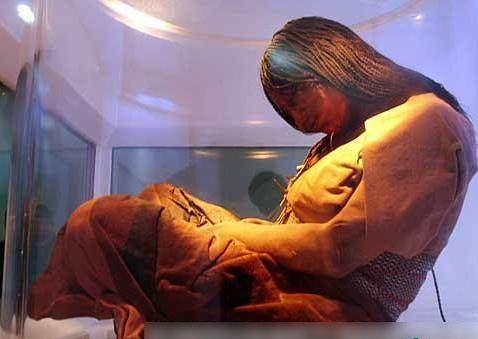 怀孕 木乃伊/博物馆中的木乃伊。至今其腹中胎儿看来已有八个月,经超音波...
