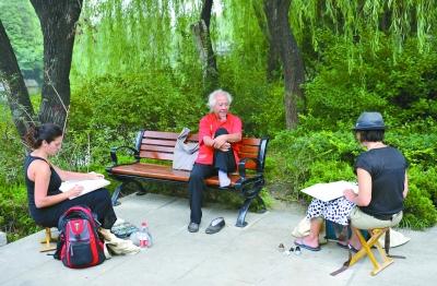 艺术家们在大明湖画像鞠小薇摄