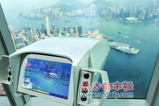 通过望远镜,可瞰香港全景。