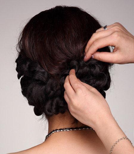 盘发发型更是最经典的新娘发型之一.