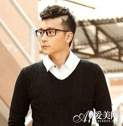 导语:当下韩式发型侵占了发型的主流,男生的发型也是各有风格,每个人也都想拥有适合自己的发型。你想拥有一款适合自己的韩式发型吗?下面就跟随小编一起看下韩国一直受众人追捧的小清新显气质发型吧,一定会有你的菜哦。