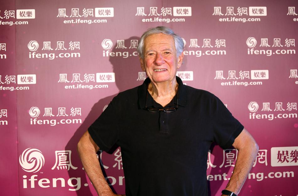 凤凰娱乐讯 2013年5月11日,乌镇戏剧节荣誉主席罗伯特·布鲁斯汀在乌镇戏剧节的第三天,接受了凤凰网的独家专访。布鲁斯汀告诉记者赖声川导演的《如梦之梦》是他第一次在现场观看中国话剧。