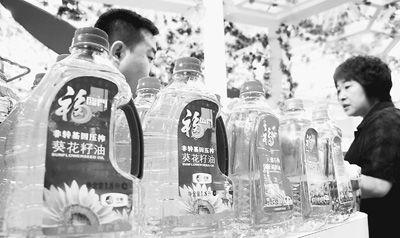 天津/公众对转基因食品的担忧让很多商家看到了商机。图为中粮集团在...
