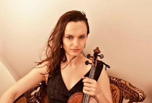 当红小提琴演奏家金嘉-奥古斯汀(资料图)图片