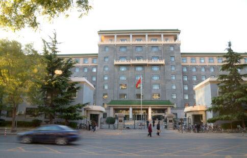 2012年11月14日,北京,国家发改委和国家能源局的大楼。      CFP供图
