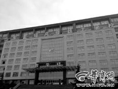 记者26日拍的蓝翔技校教学主楼华商报驻北京实习记者王辉