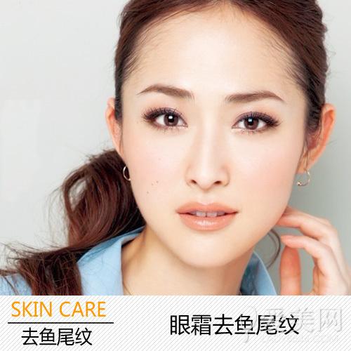 使用眼霜的时候,正确的按摩步骤,可以让眼部肌肤得到良好的循环和吸收