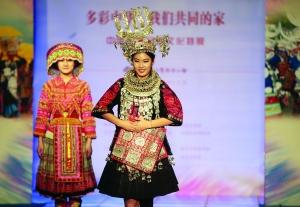 56个民族服饰齐聚南京云锦博物馆 藏王服饰价值过百万
