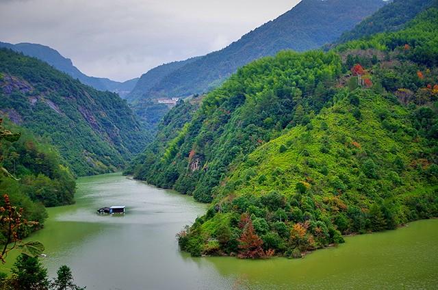 金丽温高铁 多亏了金丽温高铁 才让这两个浙南的小县城重见天日