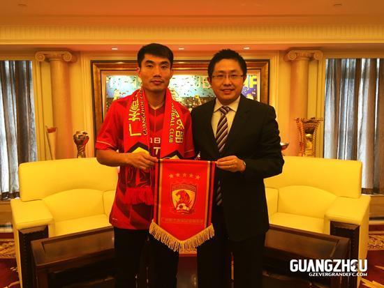 新华社年度中国十佳运动员恒大队长郑智入围