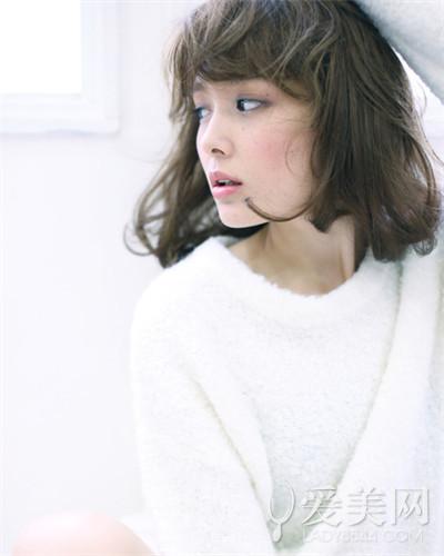 空气感的烫发 2015年最流行甜美的短发梨花头发型,有点斜开的刘海图片