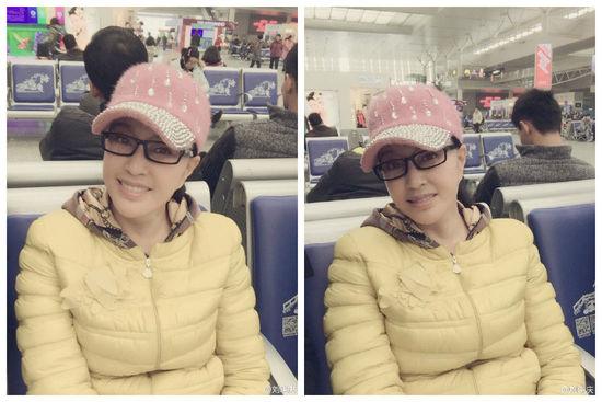 刘晓庆坐高铁晒自拍:戴鸭舌帽 黑框眼镜(图)