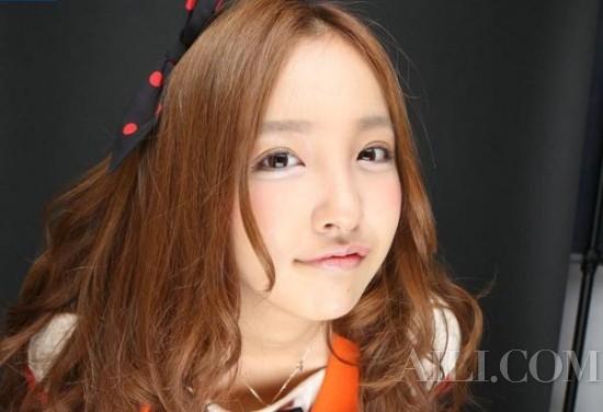 日本可爱鸭唇妆 秒变性感萝莉