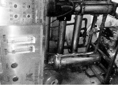水站成贩假重灾区汉阳某无证水厂使用的破旧设备。食药监执法人员封存了无证水厂的假商标。本版图片本报记者徐楚云摄