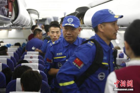 """港媒:中国海外救助的""""速度与深情""""获点赞"""