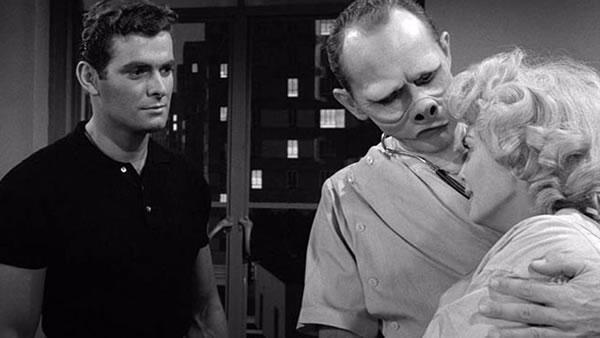 1959年开播的电视剧《阴阳魔界》中大胆的超现实主义,成为哥伦比亚广播公司(CBS)令人印象深刻的现代主义设计。剧集中各种科幻、神秘、鬼怪、幻想、悬疑和荒诞元素穿插在种族主义、政府、战争以及人的本性的主题中