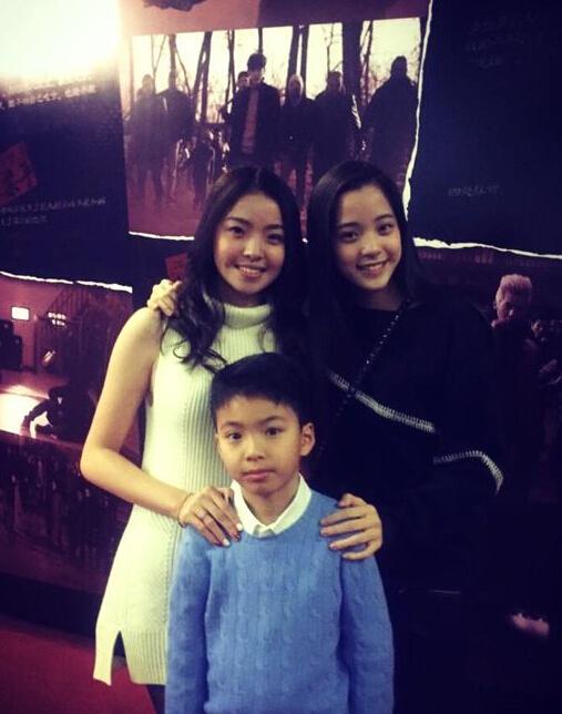"""[明星爆料]高颜值""""三胞胎""""!欧阳娜娜与王中磊儿女亲密合影"""