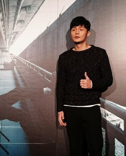 [明星爆料]李荣浩羞认杨丞琳窝心 巡演不排斥同台