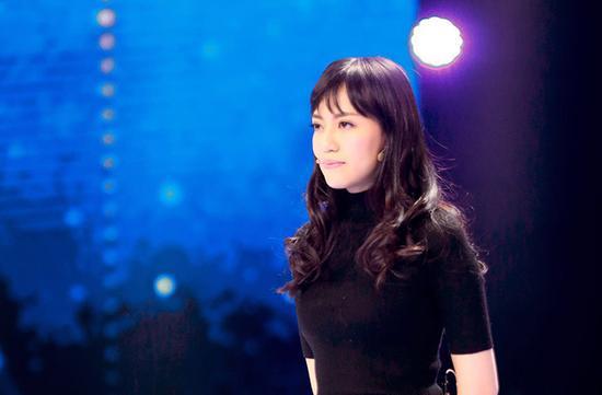 [明星爆料]焦恩俊20岁俏美女儿登台 高颜值遗传爸爸