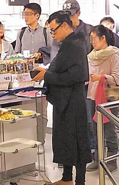 """[明星爆料]44岁""""小帅虎""""陈志朋打扮似道士 餐厅买饭无人识(图)"""