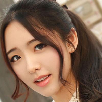 斜刘海中长卷发 胖圆脸首选修颜发型图片