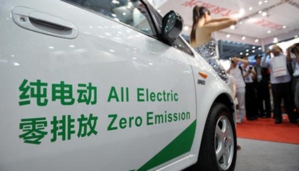 今年纯电动汽车每辆最高补5.5万明年就要降了
