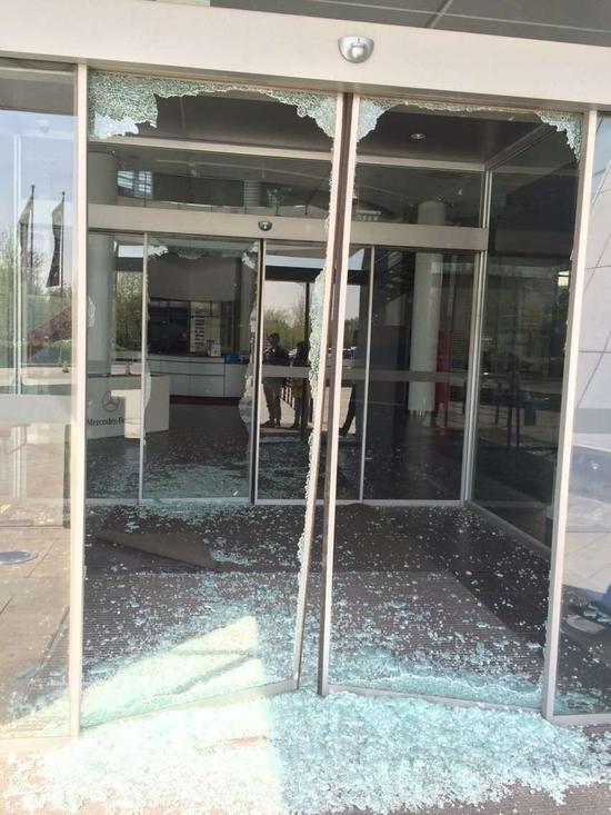 [明星爆料]陈红疑强行控制公司 遭前夫家人砸店门