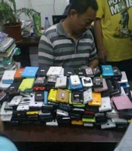 一个学期结束,老师都可以开手机店了~