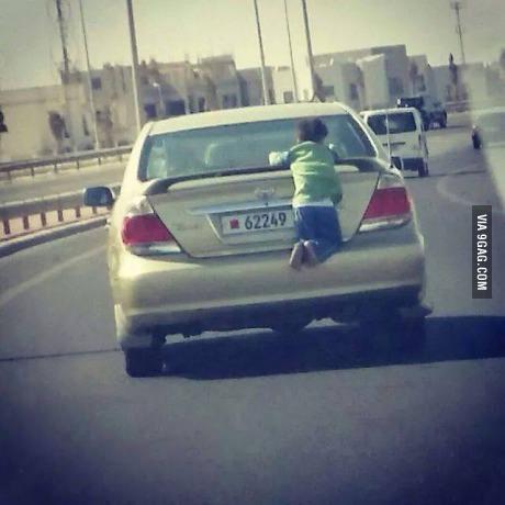 """自从父母听说""""天热不要把孩子留在车里""""之后……"""
