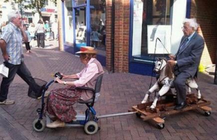 你若驱车疾驶,我必策马相随