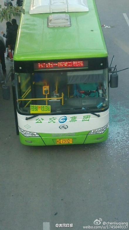 656路公交车(车牌号为闽dz3321)行驶