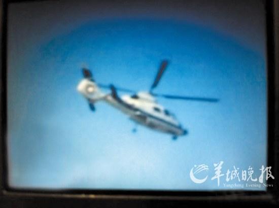 网友发布照片称南京警方出动直升机布控