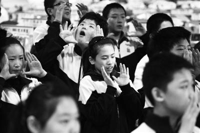 学习手语帮聋哑人