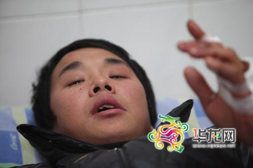 伤者陈家国提起车祸仍心有余悸 记者 李文科 摄