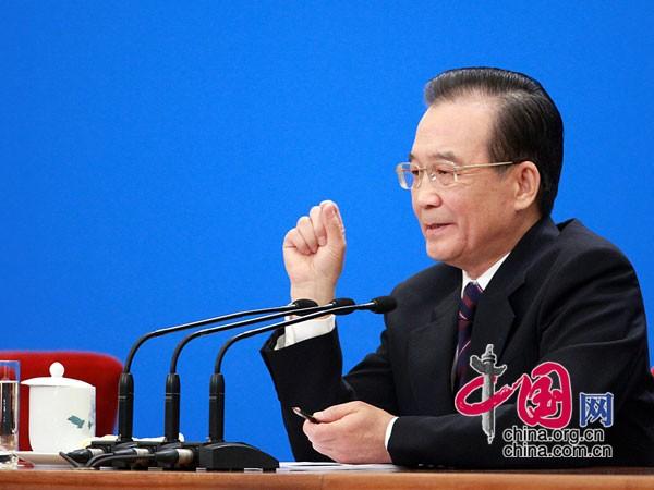 温家宝总理回答记者提问 中国网杨佳摄