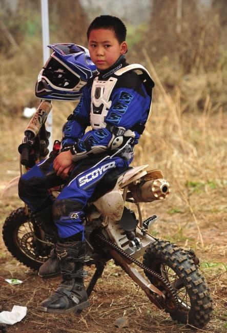如何骑摩托车