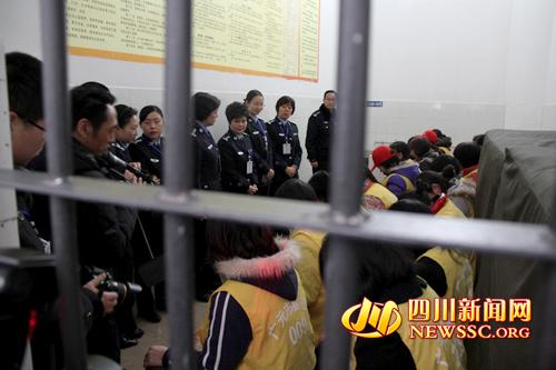 广元女警看望在押女犯-广元女警 三访三评 走进看守所