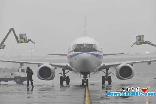 北京飞机维修公司雨雪中保两会旅客航班正常