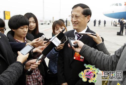 全国人大代表鲁善坤接受重庆媒体的采访 记者 李文科 摄