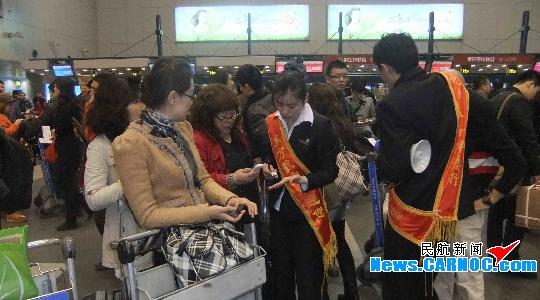 东航北京地服积极应对京城大雾导致航班延误