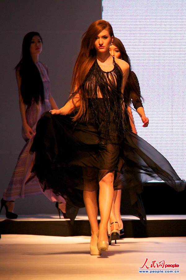 高清:哈萨克斯坦2012 2013秋冬时装周开幕