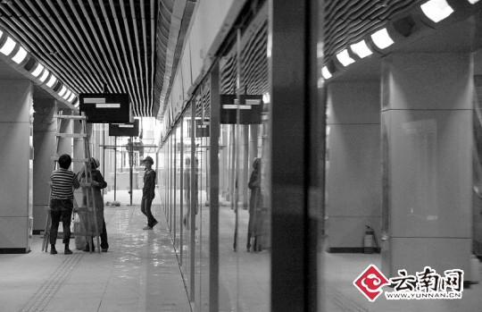 > 正文   东部客运站地铁站外景 龙宇丹 摄  下月28日,昆明新机场快速